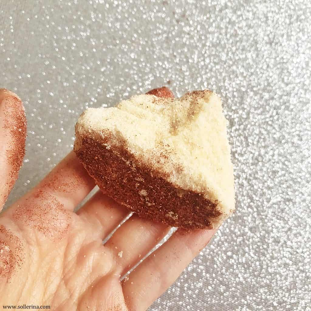 Gingerbread bath ball